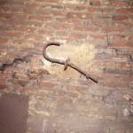 muurijzer op zolder in situ
